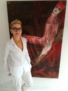 L'artista davanti a una sua opera